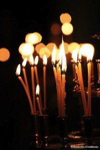 400px-Candles_in_ortodox_church